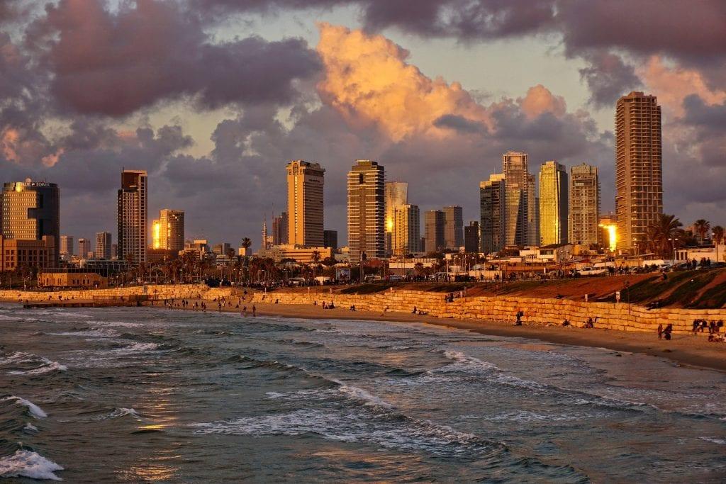 מעבר לישראל